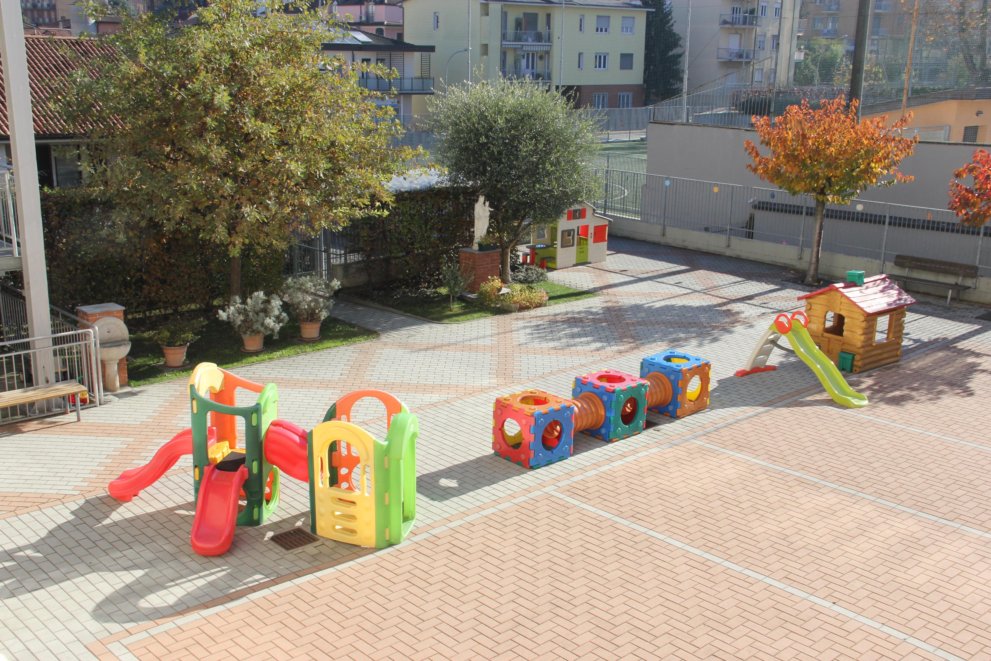 Cortile con giochi Scuola Maria Ausiliatrice - Lodi